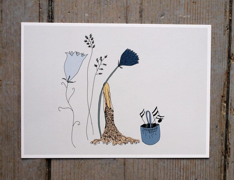 Litet knytt bland blommor, noter i en korg