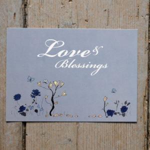 """Kort med blommor och fjärilar och shabby chic citat: """"Love & Blessings"""""""