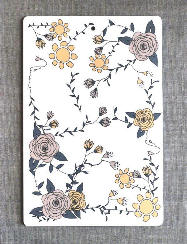 Mönster med blommor i rosa, gul-orange och vitt