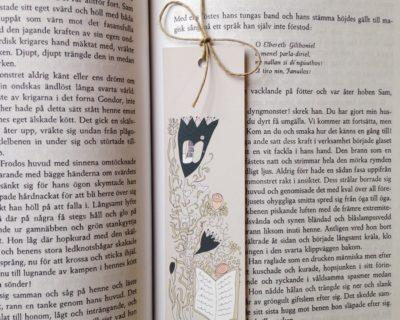 Bokmärke Bokblommor med hampasnöre i boken Sagan om ringen